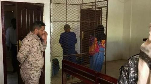 يحدث الآن: بدء أولى جلسات محاكمة قتلة الطفل محمد البارود الذي عثر عليه مشقوقاً إلى نصفين في البساتين
