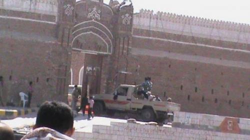 مليشيا الحوثي تنقل وثائق ومستندات من فرع البنك المركزي والمقرات الحكومية بالحديدة إلى عمران وذمار