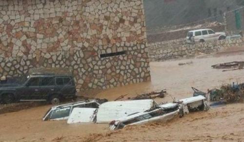 تنفيذي سقطرى يعقد اجتماعاً استثنائياً للوقوف أمام الإضرار التي لحقت بالمحافظة جراء اعصار