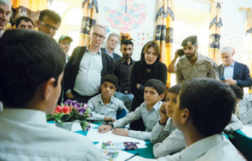 وفد فرنسي يزور مركز تأهيل الأطفال المجندين من قبل الحوثيين في مأرب