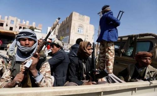 شهود عيان: ميليشيات الحوثي تحول المدنيين في الحديدة إلى دروع بشرية