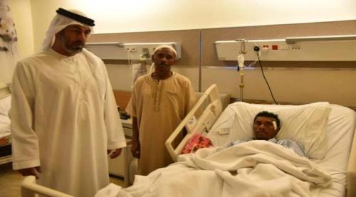 مروحية اماراتية تخلي مرضى سقطرى عقب اعصار ماكونو