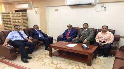 وزير التعليم العالي يلتقي محافظ البنك المركزي ونائب وزير المالية