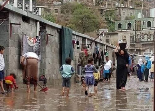 السيول تجرف أجزاء واسعة من مخيمات النازحين في محافظة الجوف
