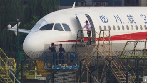 5 قصص بطولية لطيارين أنقذوا أرواح مئات الركاب