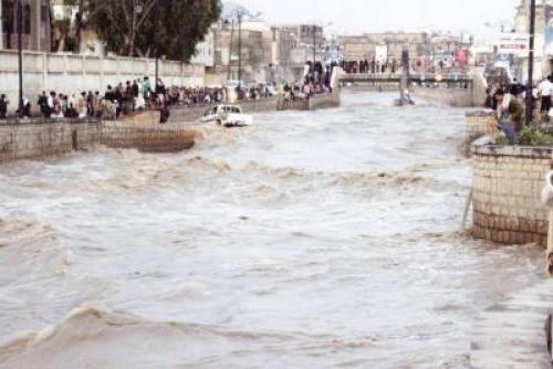فلكي يمني يكشف السبب الرئيسي للأمطار التي تهطل بغزارة منذ يومين ؟
