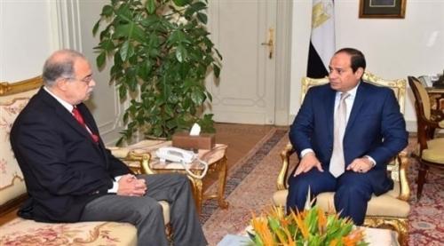 رئيس الوزراء المصري يتقدم باستقالة حكومته للرئيس السيسي