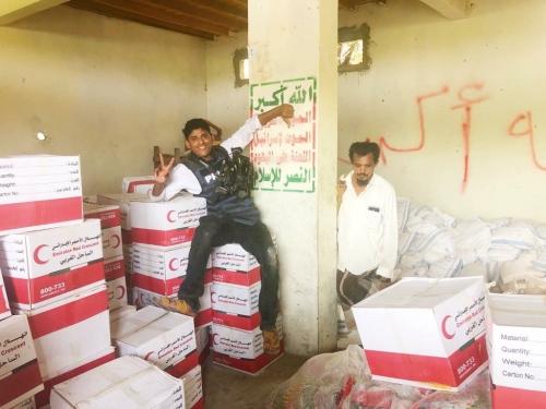 بالصور.. هكذا حولت الإمارات أكبر مخازن أسلحة الحوثيين بالحديدة