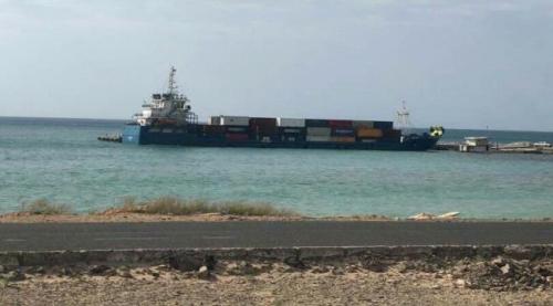وصول سفينة الإغاثة الإماراتية الأولى من أصل أربع مخصصة لسقطرى