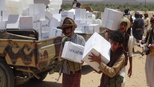 هكذا يستولي الحوثيون على المساعدات الغذائية الأممية ويبيعونها للتجار
