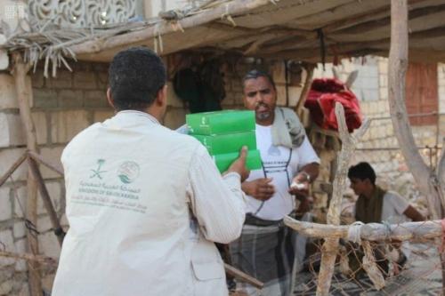 مركز الملك سلمان للإغاثة يواصل لليوم 21 توزيع وجبات إفطار الصائم في محافظة شبوة