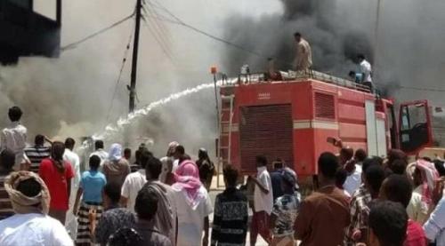 المهرة:اندلاع حريق هائل بأحد المباني السكنية يخلف خسائر مادية كبيرة