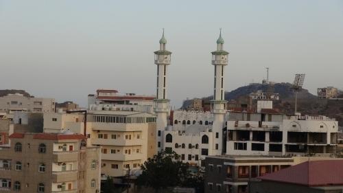 مواقيت الصلاة حسب التوقيت المحلي لمدينة عدن وضواحيها الأحد  25  رمضان 1439 هـ