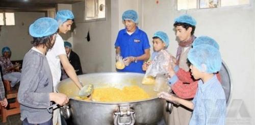 مجهودات شبابية بصنعاء لإنقاذ الفقراء بعد أن بلغ الجوع مداه