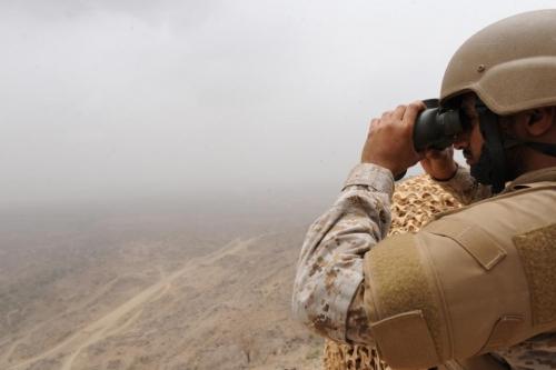 قصف صاروخي ومدفعي سعودي على مواقع الميليشيا الحوثية برازح الحدودية