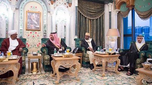 الملك سلمان يستقبل البشير ووزير خارجية الإمارات