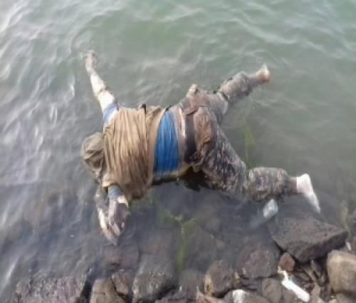 العثور على جثة شخص عائمة على خط الجسر البحري بعدن