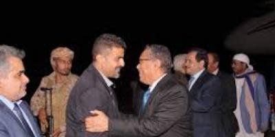 بن دغر يعود الى عدن قبل ساعات من عودة الرئيس هادي