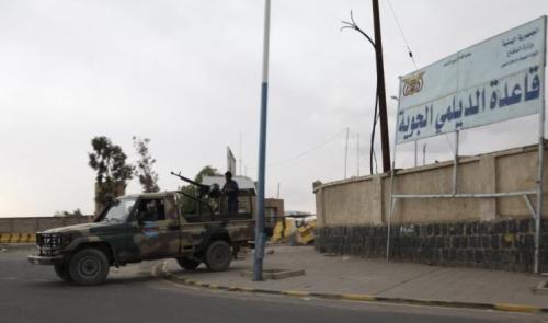 التحالف العربي يسيطر على مدخل مطار الحديدة