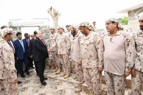 هادي مثمّناً تضحيات الإمارات والسعودية : سطّرتم ملاحم بطولية ستظل خالدة في وجدان الشعب اليمني