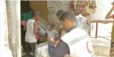 الهلال الأحمر الإماراتي يعايد أطفال مركز الأورام السرطانية في المكلا