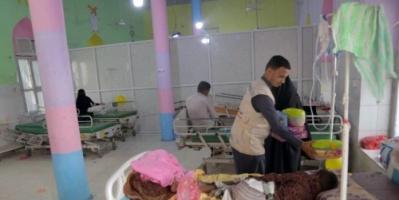 """""""الهلال الأحمر الإماراتي"""" يعايد أطفال مركز الأورام السرطانية في المكلا"""