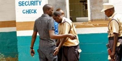 مقتل 8 من الشرطة الكينية في انفجار عبوة ناسفة بدائية زرعتها حركة الشباب الصومالية