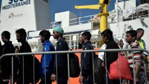 انتشال جثث مهاجرين وغرق العشرات في سواحل ليبيا