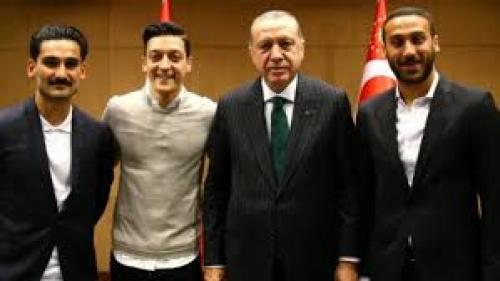 حزب ألماني يطالب بحرمان لاعبين من المشاركة في كأس العالم بسبب صور مع إردوغان
