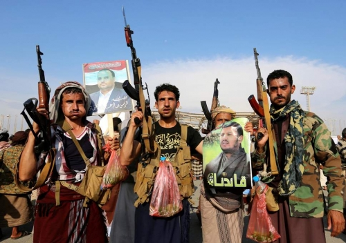 الحوثيون يعتقلون مئات المدنيين بمقر عسكري في الحديدة
