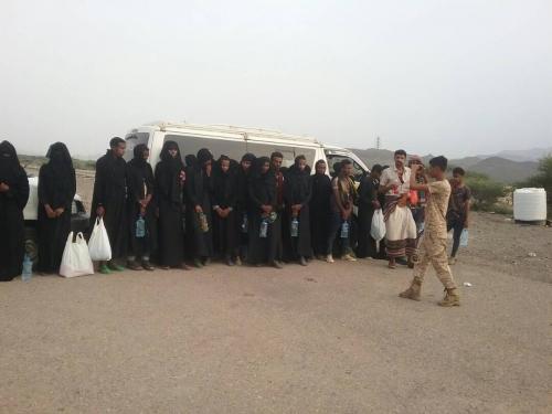 الحزام الأمني بردفان يلقي القبض على عدد من الأفارقة متنكرين بملابس نسائية