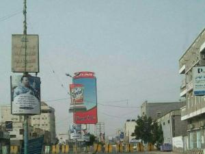 الحوثيون يغلقون شوارع الحديدة بالخرسانات استعدادا للمعركة الفاصلة