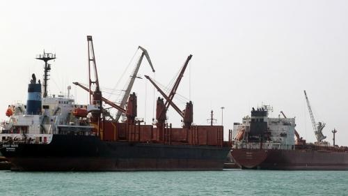 بعد خسائرها في الحديدة .. ميليشيا الحوثي تقطع طرق الميناء