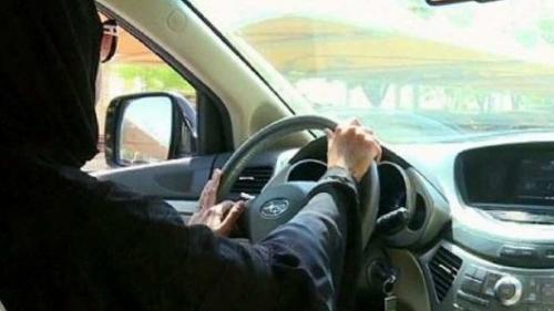 المرأة السعودية خلف المقود .. وهذه قيمة كل مخالفة