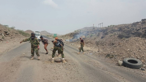 لحج: قوات الحزام الأمني تشتبك مع عصابة جباية في المسيمير وتعتقل فردين منها
