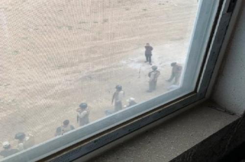 مقر الأمم المتحدة بصنعاء يتحول الى ثكنة عسكرية للحوثيين وسكان الحي يشكون اعتداءات بالذخيرة الحية وبلطجة يومية «فيديو»