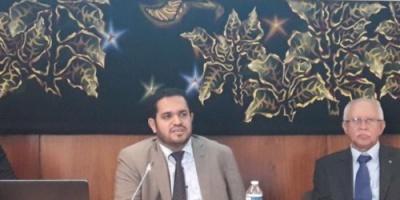 عسكر: مليشيا الحوثي تنهب وتستولي على المواد الانسانية وتهاجم سفن الاغاثة