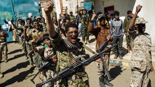 ميليشيا الحوثي تلجأ لتجنيد الموظفين إجباريا