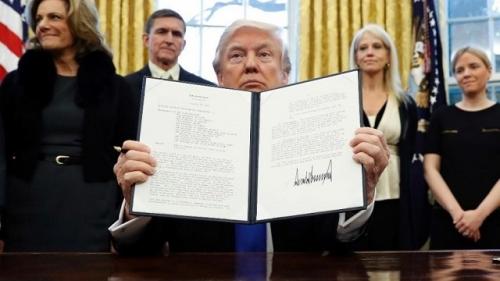 مسؤولون أمريكيون يطالبون ترامب باستثناء اليمنيين من الترحيل
