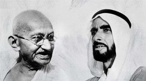 """عبد الله بن زايد ووزيرة خارجية الهند يعلنان إطلاق """"متحف زايد - غاندي الرقمي"""""""