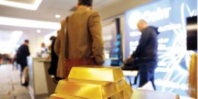 الذهب يواصل التراجع مع صعود الدولار