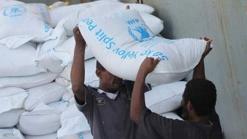 """الحكومة اليمنية تدين اقتحام ميليشيات الحوثي مخازن """"الغذاء العالمي"""" في الحديدة"""
