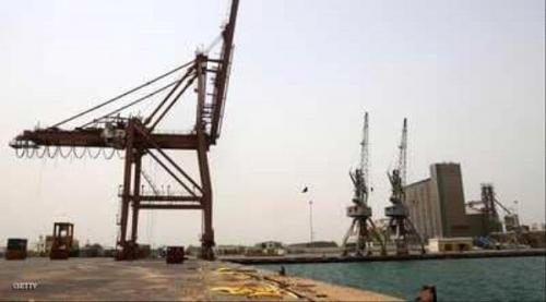 منح تصاريح لسفن متجهة للحديدة.. والحوثيون يعطلون أخرى