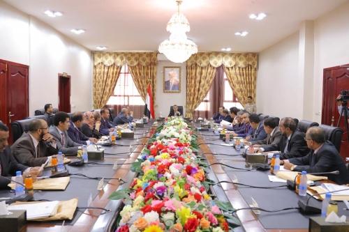 الحكومة اليمنية تصدر بيانا هاما وتؤكد أن الحل السلمي يبدأ بانسحاب المليشيا من الحديدة دون شروط