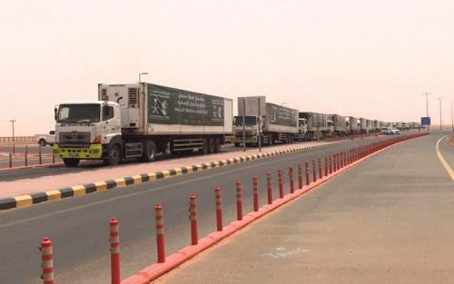 السعودية تقدم 25 شاحنة إغاثية إلى الحديدة