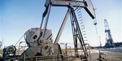 إيران تهدد من يحاول نزع حصتها بسوق النفط