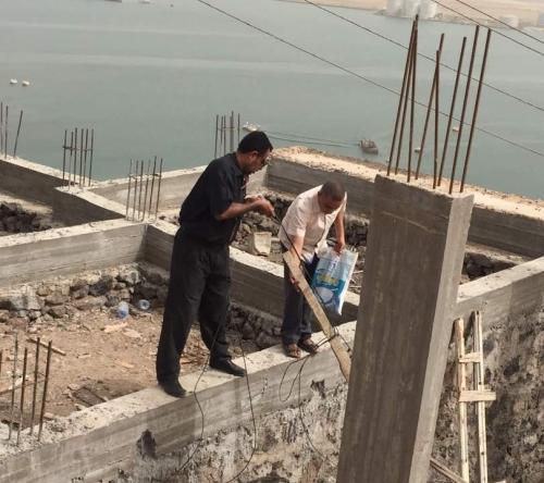 لليوم السادس على التوالي كهرباء عدن تواصل حملتها لإزالة الربط العشوائي وتحصيل المديونية