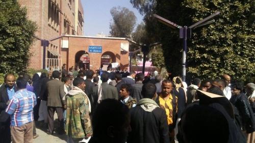 عشرات الجثث لأطفال جندهم الحوثيون قسراً تصل إلى مستشفى الثورة في صنعاء