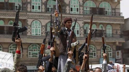 بعد ابتزاز الفنادق والمسافرين .. الحوثي يخطف نشطاء ومعارضين