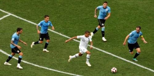 المنتخب الفرنسي يطيح بأوروغواي ويصعد إلى نصف نهائي كأس العالم 2018م